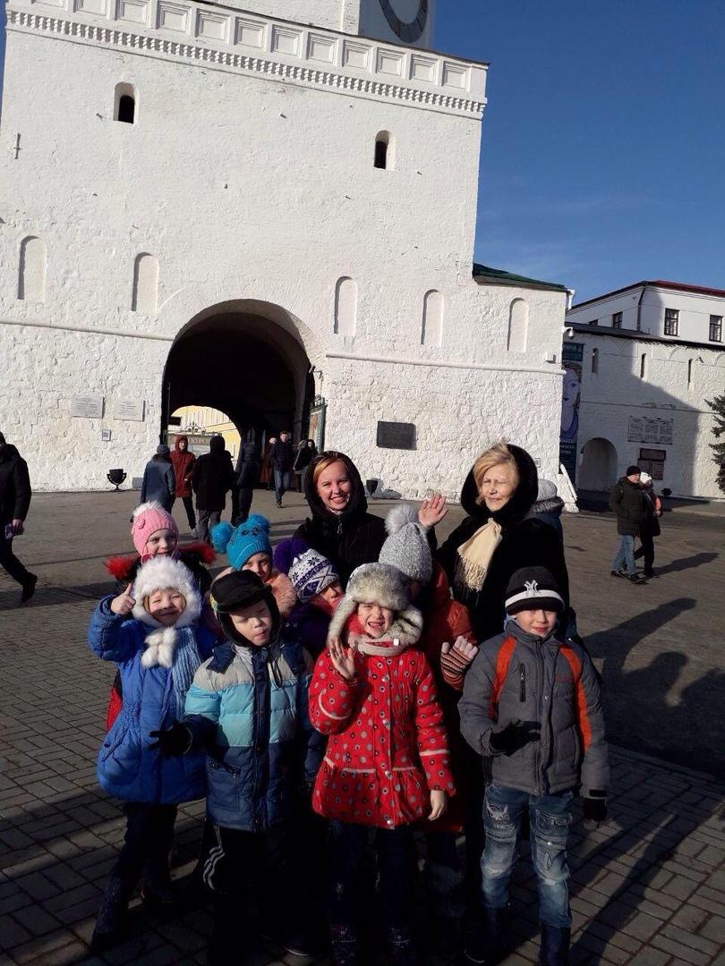 Наши воспитанники посетили Казанский Кремль. Заходили в мечеть Кул-Шариф и Благовещенский собор⛪, прошлись по территории Кремля. Экскурсовод рассказала про все здания и про богатую историю Кремля. Экскурсия получилась познавательной и насыщенной. Благодаря таким экскурсиям дети лучше понимают и принимают людей других национальностей и вероисповеданий. 🌏