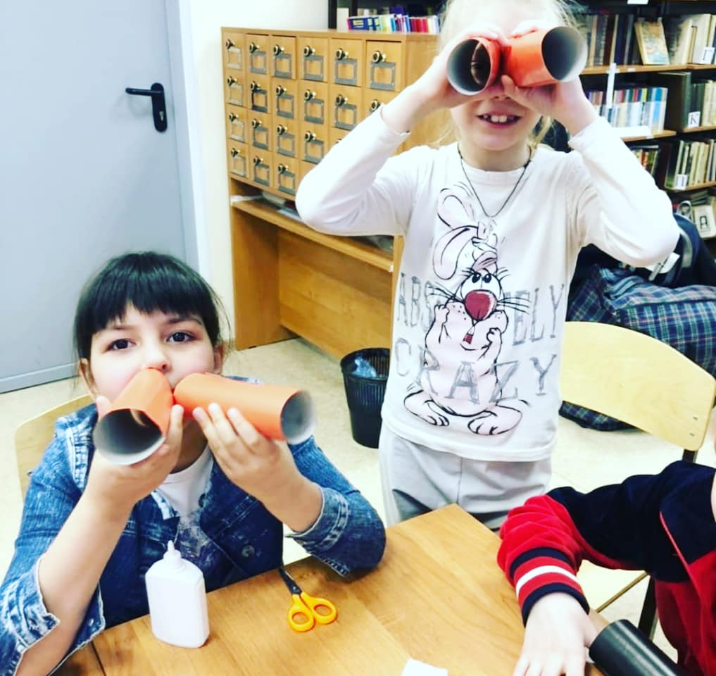 Дети любого возраста всегда ждут праздника. Студенты КФУ устроили нашим воспитанникам настоящий праздник: весёлые и подвижные игры. Ну  и закрепили это мероприятие изготовлением открыток и  поделок на 23 февраля.