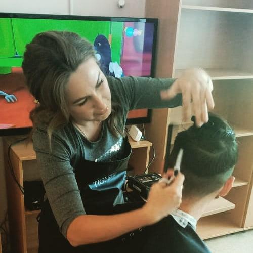 Наши дети активно готовятся к лету. Благодаря нашему парикмахеру ✂ @regi43854.💫 Вы подарили детям прекрасное настроение, радость, удовольствие, восхищение.Ваши золотые руки способны творить чудеса! От всей души желаем Вам огромного мастерства, побольше благодарных клиентов, море фантазии, которая поможет сделать мир чуточку добрее! Счастья и крепкого здоровья.💐