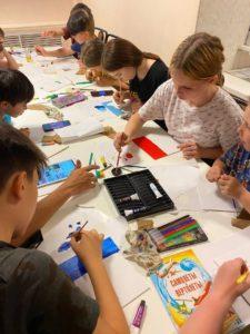 На этой недели для нас @… провели мастер-класс по рисованию масляными красками, детям очень понравилось, проявили свои творческие способности и научились создавать рисунки таким необычно образом. Выражаем благодарность @.. за тёплый и интересный мастер-класс.